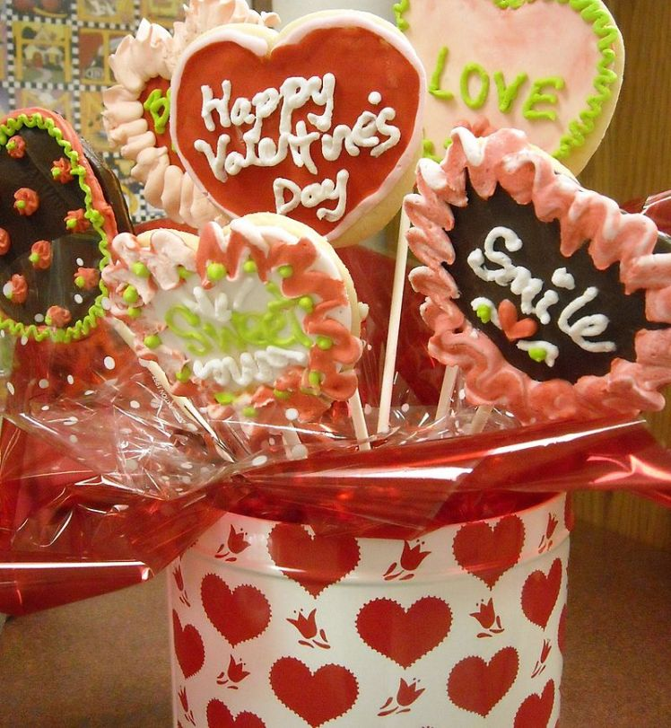 800px-Valentines_Candy