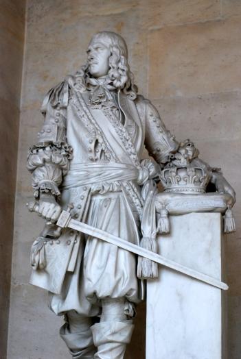 Pajou_Turenne_statue_Versailles.jpg